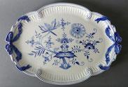 Meissen,Großes ovales Tablett, Platte, Porzellan ,Zwiebelmuster blau, Schleifen , € 245,00