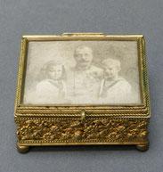 Tabatiere, Schmuckschatulle, Messing vergolet, Foto Soldat mit Kindern, , € 305,00