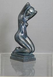Jean Laniau, Künstler Bronze, Kniende nackte Frau, 7/8, 22,5 cm,blaue Patina , € 2650,00