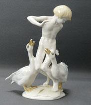 Hutschenreuther, Porzellanfigur, Karl Tutter, Junge mit zwei Gänsen, 18,0 cm , € 195,00