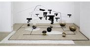 Nanuk's Zukunft, 2009, Metallcutout, Schnur, mundgeblasenes Glas, Wellpappe, Stoff, Installationsansicht