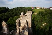 Einfach das Bild anklicksen und die Welt der Burgruine entdecken.