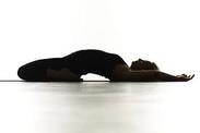 膝の痛みストレッチ運動 ヨガ