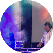 Fürstenwalder DJ Christian Adam am Mischpult
