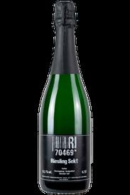 Flasche vom Blanc de Noir Sekt in den Stuttgarter Weinbergen