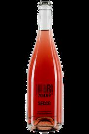 Flasche vom Secco Rosé in den Stuttgarter Weinbergen