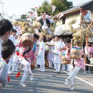 手桶踊りを披露する町衆たち