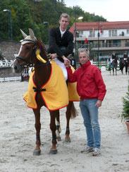 Thorsten Ruch gratuliert Christoph Schlomm zum Sieg