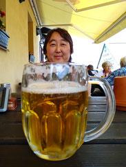 Die kleinste bekam natürlich das größte Bier :-)
