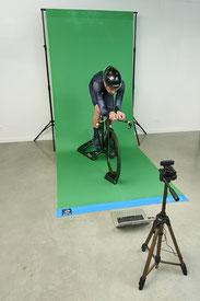 Mediante el cálculo y análisis de la superficie frontal del ciclista podemos calcular su resistencia aerodinámica.