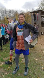 Evert D. war der Cheforganisator vom Karneval Marathon und selbst lief er auch mit...