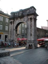 Triumphbogen, Pula