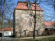 Der 1718 fertiggestellte Wasserturm ist ein technisches Meisterwerk, in dem das für die Wasserspie1e benötigte Wasser im oberen Teil des Gebäudes gespeichert und gravitiv abgeleitet wird.