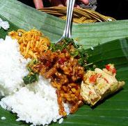 balinesisches Gericht auf Bananenblatt