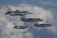 L'F-35 perde contro l'F-16 in combattimento, ma non è certo nato per il dogfight.