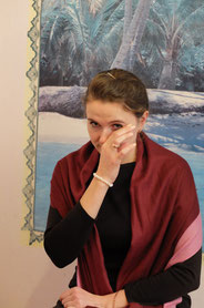 涙する看護師マリーナ