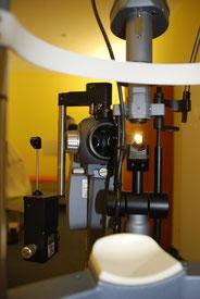 das wichtigste Untersuchungsinstrument beim Augenarzt ist die Spaltlampe