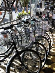 上尾サイクルオート店内自転車画像
