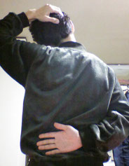 肩こりと背中の痛みのストレッチ