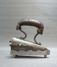 Biedermeier,Kragen,Bügeleisen, Eisen,Ledergriff,Messing, Ochsenzunge, 17 cm, € 210,00