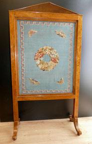 Biedermeier Ofen Schirm, Birke, Schellack, Gobelinstickerei, 146 x 77 cm, € 750,00