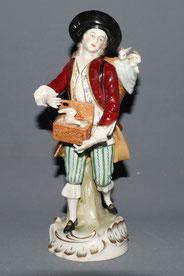 Sitzendorfer Porzellanfigur, Der Hasenverkäufer, Thüringen 19,5 cm , € 165,00