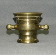 Original,kleiner Messing Mörser, Apothekenmörser, um 1800, zwei Henkel, 954 g. , € 110,00