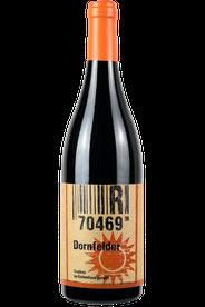 Flasche vom Dornfelder Wein in den Stuttgarter Weinbergen
