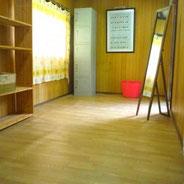 クーラー完備のラフティングの更衣室!
