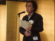 授賞式でスピーチする津村カメラマン。けっこう緊張してました!