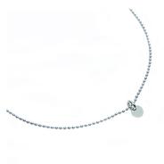 """Halskette """"Pünktchen"""".  An der silberfarbenen Kugelkette ist ein glänzender flacher Kreis/Plättchen Anhänger angehängt- puristisch, zeitlos und ein trendigen Hingucker an Deinem Hals."""