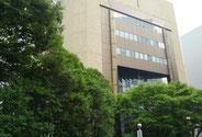 仙台駅西口を背に右手側、駅前通りを北方向に400m程度進み