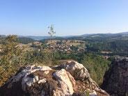 Vue du Causse du Larzac sur le village et les Gorges de la Dourbie