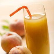 Glas mit dem Proweightless Mango-Pfirsich-Getränk