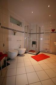 Bild: das luxus Badezimmer der Ferienwohnung Nr. 13 im Strandpalais Duhnen