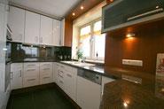 Bild: Die Küche mit Meerblick in der Ferienwohnung Nr. 13