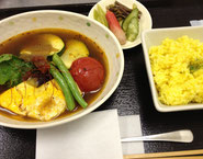 プレーンオムレツのスープカレー&5種ピクルス(蕨・筍・きゅうり・二十日大根・セロリ)