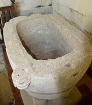 l'intérieur de la cuve baptismale