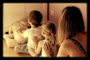 Activité de massage en famille à Gap, Champsaur, Chorges-Avance, Tallard, Veynes-Dévoluy, Embrun, Guillestre-Queyras, L'Argentière, Briançon à domicile ou en groupe dans les centres sociaux, les accueils de loisir, crèches, les associations.
