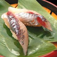 黒酢 黒酢を使った握り寿司 トビウオ