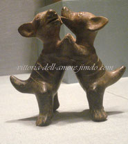 Старинная глиняная фигурка танцующие бесшерстные собачки
