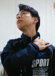 首痛と気持ち悪さに悩む奈良県葛城市の男性