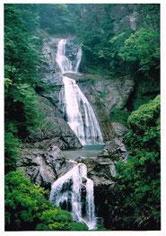 日本100名滝の1つ 七ツ釜滝