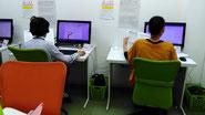 タウン光パソコン名谷教室で課題作成中の生徒さん達