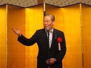 来賓の挨拶をされる参議院議員の佐藤信秋先生
