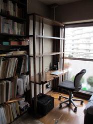ゴム集成材の書籍付き机