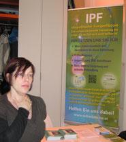Besucherin am Infostand LOT-Austria
