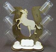 Lasermotiv stehend Pferd mit Gläser