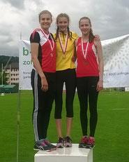 Fiona Leuenberger (Mitte)