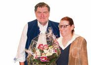 Willy Landgraf bedankte sich bei der Referentin mit Blumen.